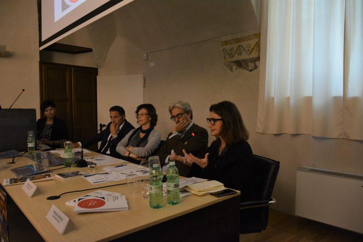Da sinistra a destra: Michela Giuggia, vice presidente Fondazione Artea; Alessandro Isaia, direttore Fondazione Artea; Laura Marino, storica dell'arte; Mauro Bernardi, presidente ATL del Cuneese.